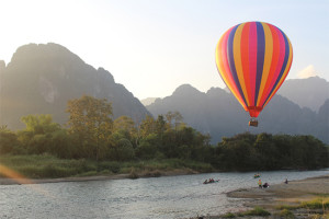 hot air balloon ride in vang vieng