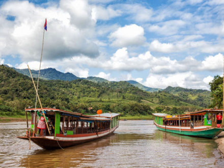 Northern Laos Tour 15 Days: Boat trip on Mekong River to Pakbeng